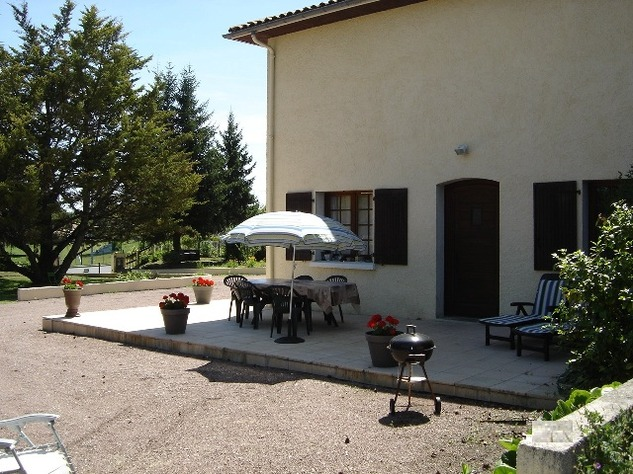Spacious Village House, 2 Bedroom Gîte, Swimming Pool and Beautiful Countryside Views 6842