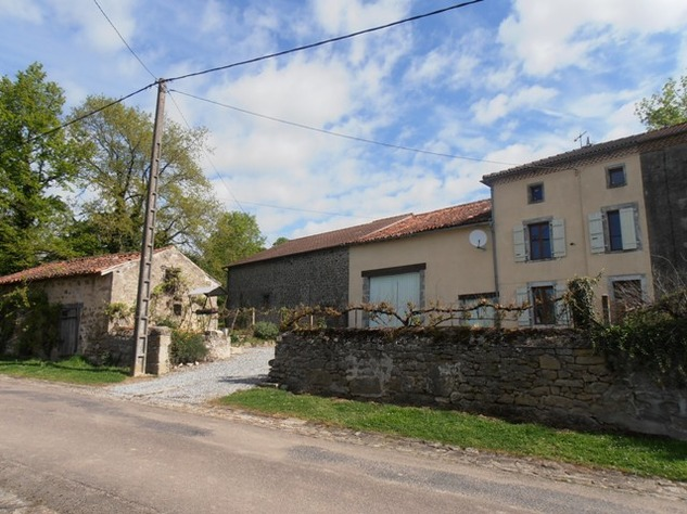 2 Bedroom Stone House set in Pretty Hamlet with Barn, Outbuilding & Attached Gardens 7122