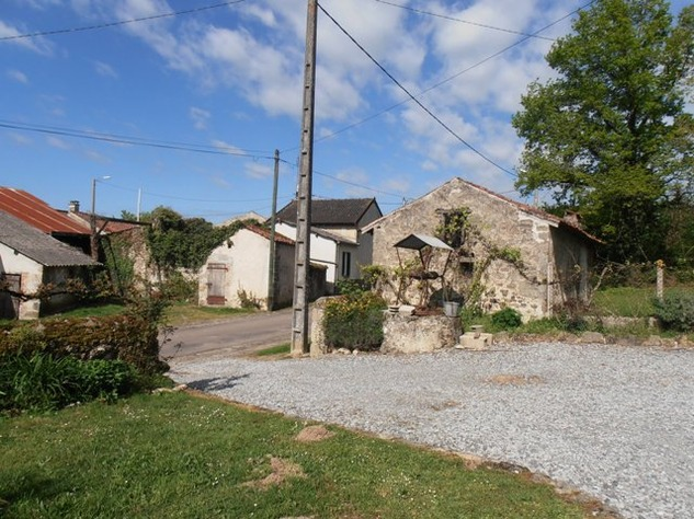2 Bedroom Stone House set in Pretty Hamlet with Barn, Outbuilding & Attached Gardens 7124