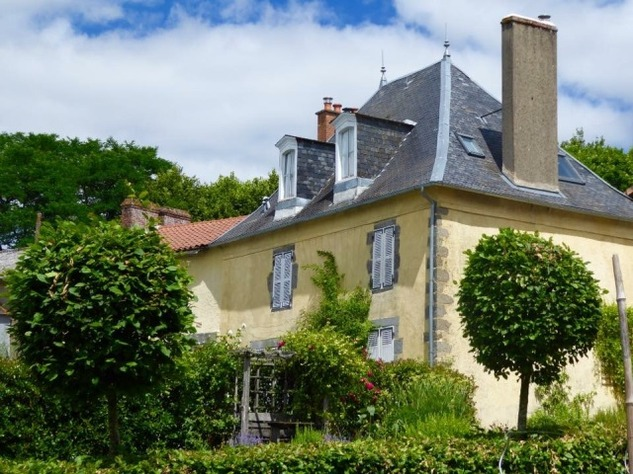 Waterfront properties for sale in France   meretdemeures.com