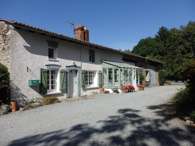 Country Farmhouse with Barn, Bread Oven, Gardens, Orchard, and In-Ground Swimming Pool 7847