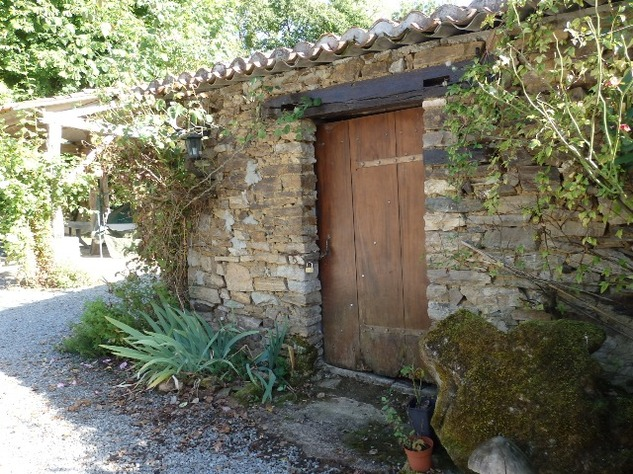 Country Farmhouse with Barn, Bread Oven, Gardens, Orchard, and In-Ground Swimming Pool 7869