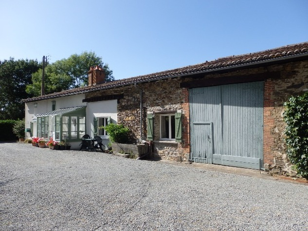 Country Farmhouse with Barn, Bread Oven, Gardens, Orchard, and In-Ground Swimming Pool 7849