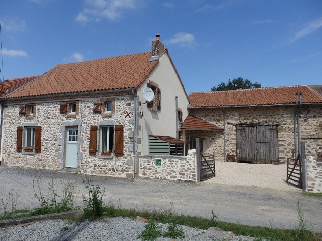 Exceptional House with Garden and Barn on the Edge of Magnac Laval 7962