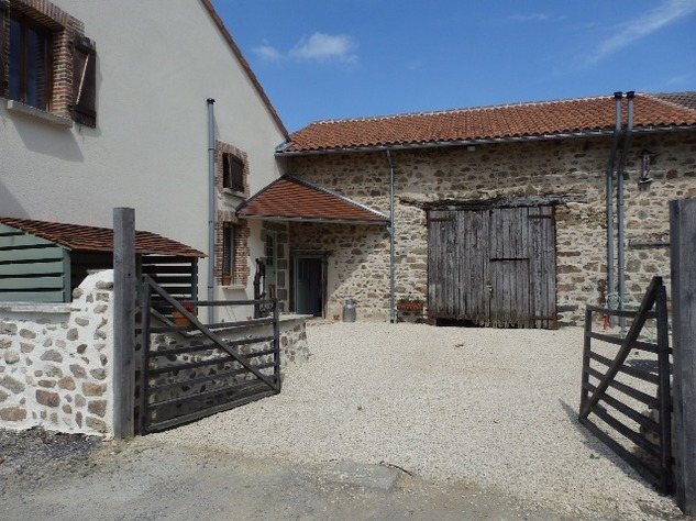Exceptional House with Garden and Barn on the Edge of Magnac Laval 7963