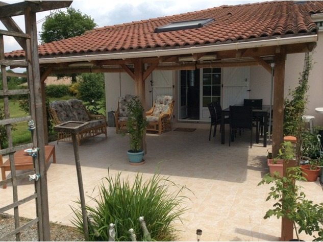 An Immaculate Bungalow in a Popular Village near Le Dorat - B & B Potential 8073