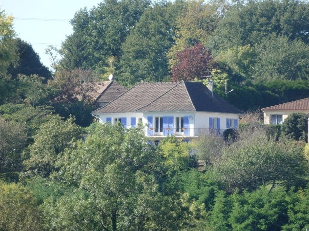 A Substantial  5 Bed House, with Gîte Potential and Views over the Vienne River 8144