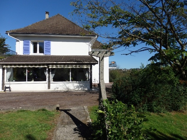 A Substantial  5 Bed House, with Gîte Potential and Views over the Vienne River 8166