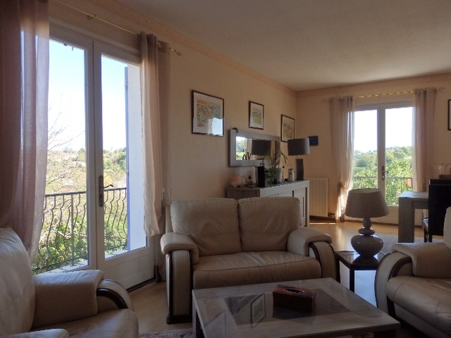 A Substantial  5 Bed House, with Gîte Potential and Views over the Vienne River 8150
