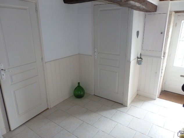 2 Bedroom Upside Down House in a Lovely Village just outside Mansle 9045