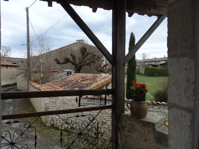 2 Bedroom Upside Down House in a Lovely Village just outside Mansle 9059