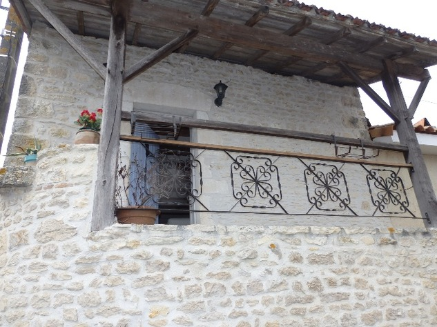 2 Bedroom Upside Down House in a Lovely Village just outside Mansle 9060
