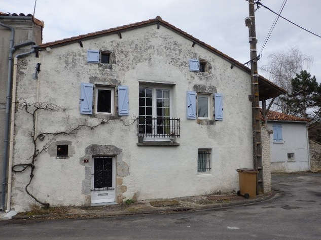 2 Bedroom Upside Down House in a Lovely Village just outside Mansle 9046