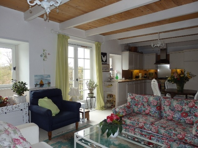 2 Bedroom Upside Down House in a Lovely Village just outside Mansle 9053