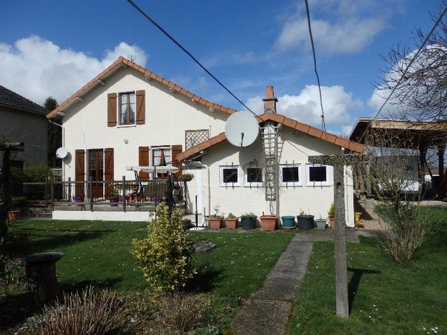 Detached Village House with Garage & Attached Gardens 9219