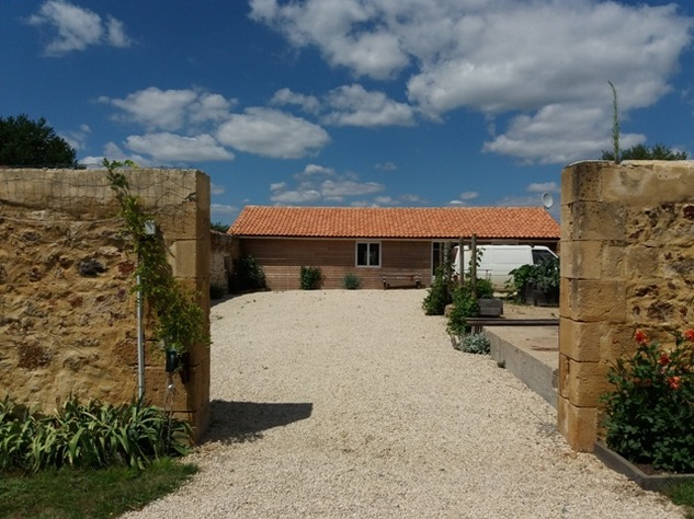 Exceptional Farmhouse Large Garden, Swimming Pool, Workshop and Barn 9251