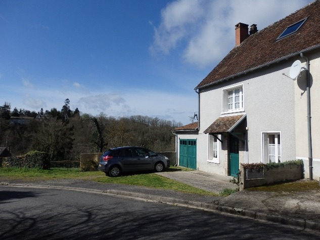 Exceptionally Well Maintained 4 Bedroom House in a Very Pretty Little Village 9278
