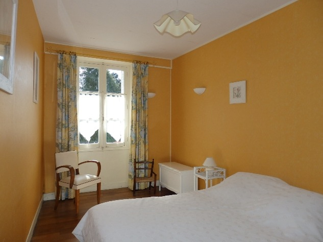 Exceptionally Well Maintained 4 Bedroom House in a Very Pretty Little Village 9353