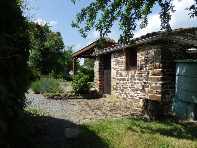 Exceptional 2/3 Bed Cottage with Barn, Gardens and Potential income. 9692