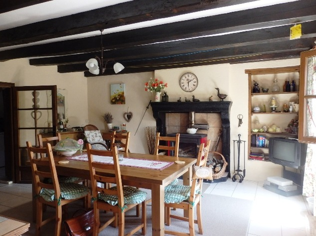 Exceptional 2/3 Bed Cottage with Barn, Gardens and Potential income. 9678