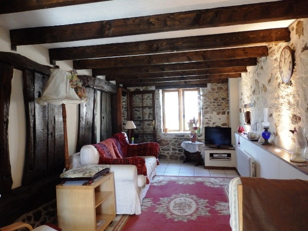 Exceptional 2/3 Bed Cottage with Barn, Gardens and Potential income. 9680