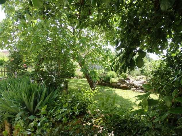 A Top Quality Renovation for this Hamlet Property with Beautiful Garden. 9728