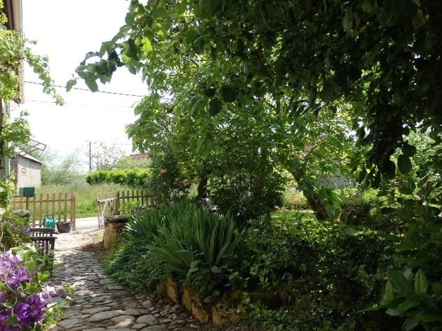 A Top Quality Renovation for this Hamlet Property with Beautiful Garden. 9712