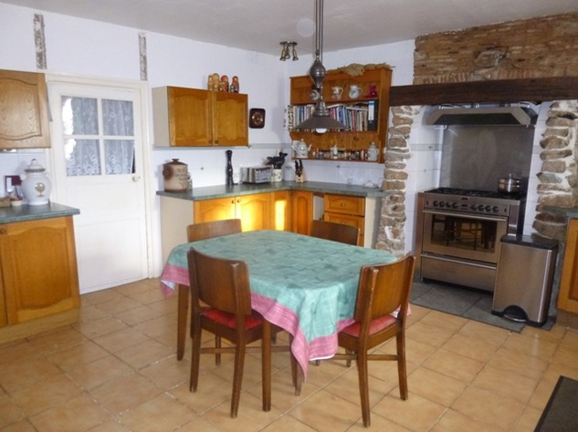 Detached Hamlet House with Very Private Garden and Swimming Pool 9979
