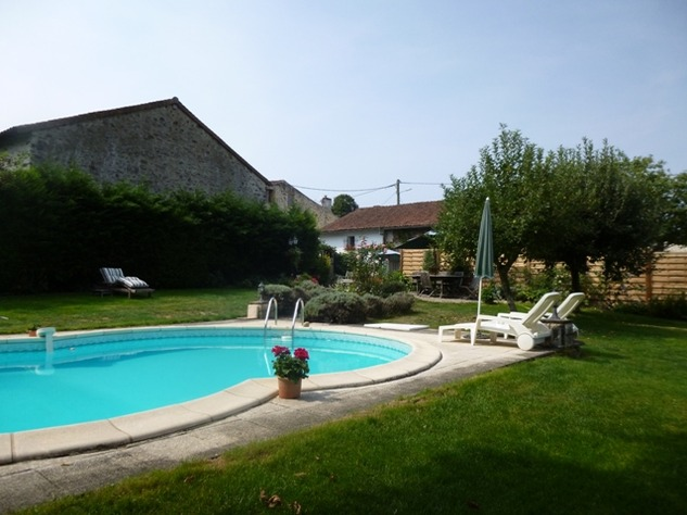 Detached Hamlet House with Very Private Garden and Swimming Pool 9989