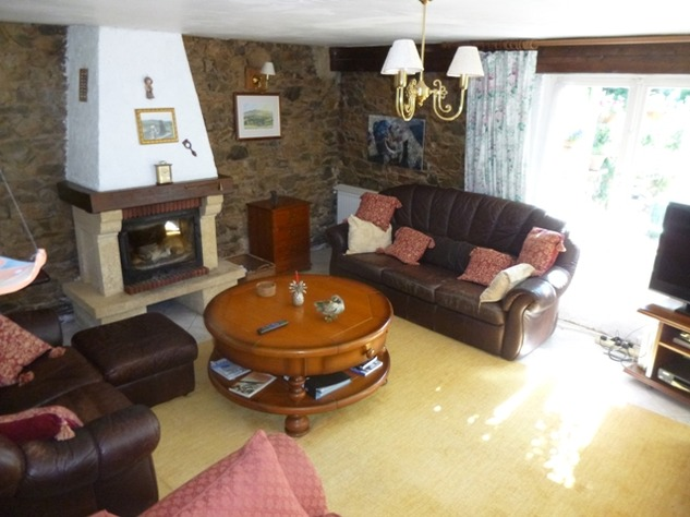 Detached Hamlet House with Very Private Garden and Swimming Pool 9973