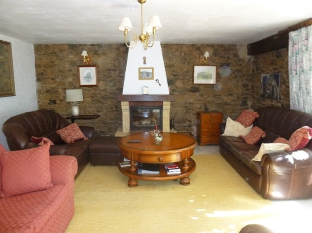 Detached Hamlet House with Very Private Garden and Swimming Pool 9974
