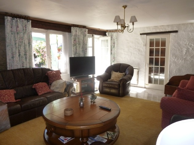 Detached Hamlet House with Very Private Garden and Swimming Pool 9976