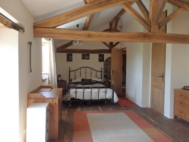 Perfectly Formed 2/3 Bedroom Barn Conversion with Garden 10104