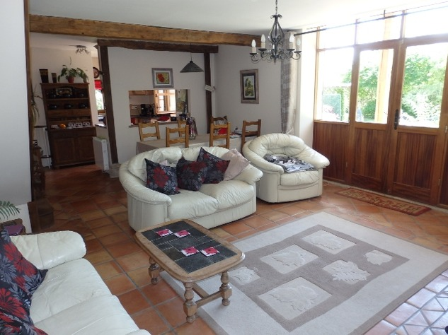 Perfectly Formed 2/3 Bedroom Barn Conversion with Garden 10096
