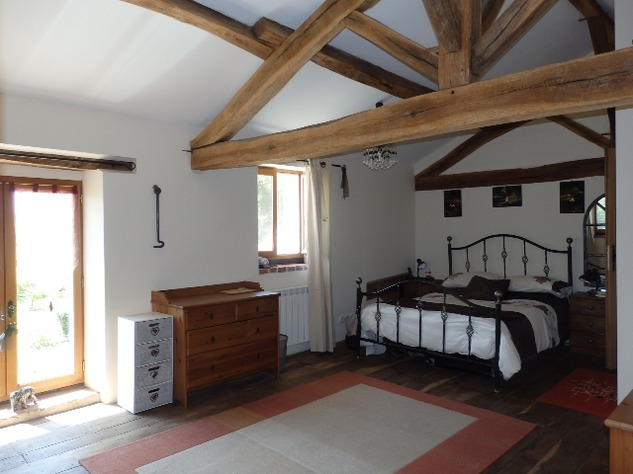 Perfectly Formed 2/3 Bedroom Barn Conversion with Garden 10101