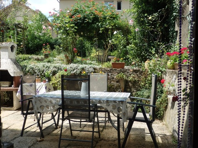 Exceptional 4 Bedroom Town House with Magical Private Walled Garden 10163
