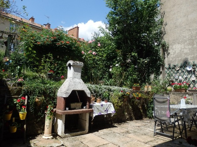 Exceptional 4 Bedroom Town House with Magical Private Walled Garden 10180