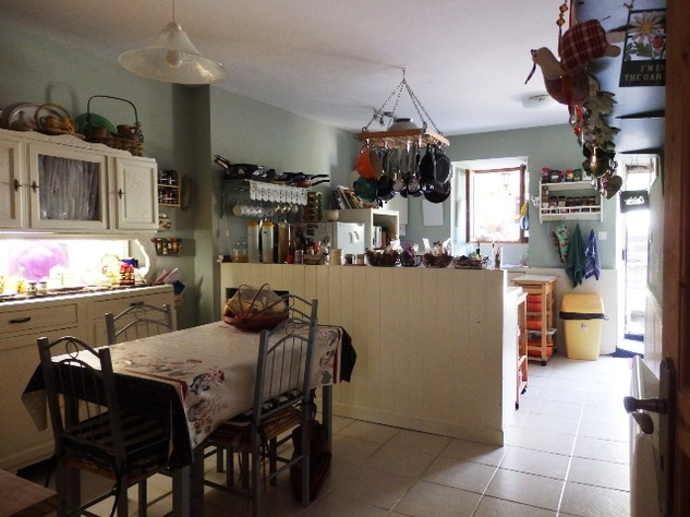 Exceptional 4 Bedroom Town House with Magical Private Walled Garden 10158