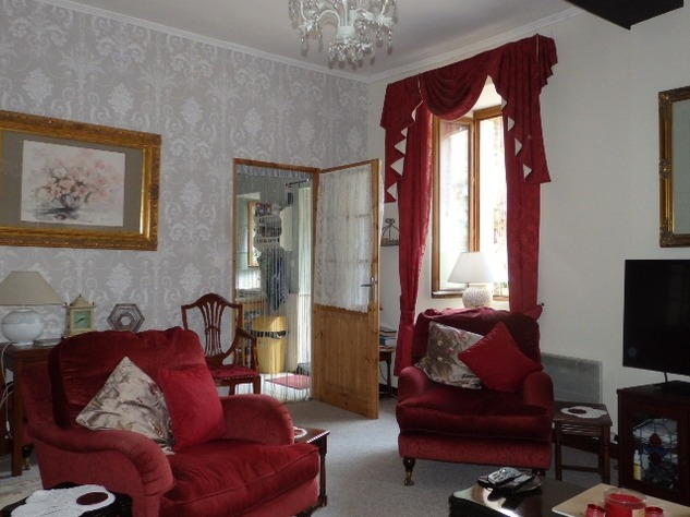 Exceptional 4 Bedroom Town House with Magical Private Walled Garden 10160