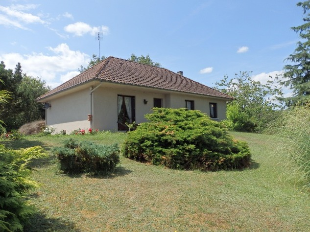 3/4 Bedroom Sous-Sol with Good Sized Garden on the outskirts of a Village with Commerce 10206