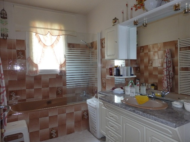 3/4 Bedroom Sous-Sol with Good Sized Garden on the outskirts of a Village with Commerce 10216