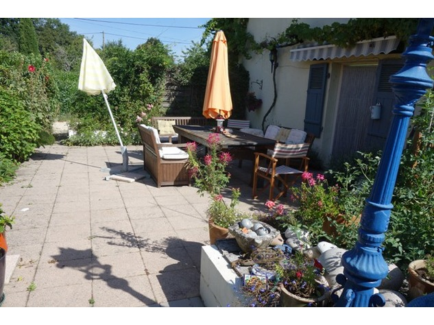 2 Renovated Houses in Courtyard Setting with Income Opportunities and Lovely Gardens. 10280