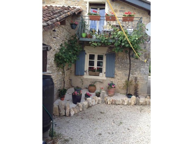 2 Renovated Houses in Courtyard Setting with Income Opportunities and Lovely Gardens. 10282