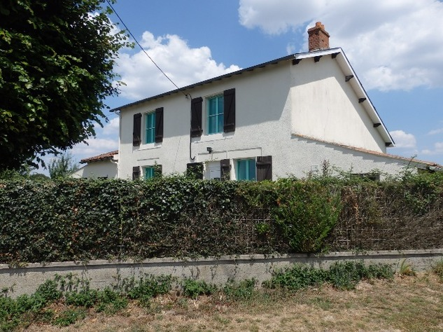 Great House in a Small Hamlet Close to L'Isle Jourdain 10310