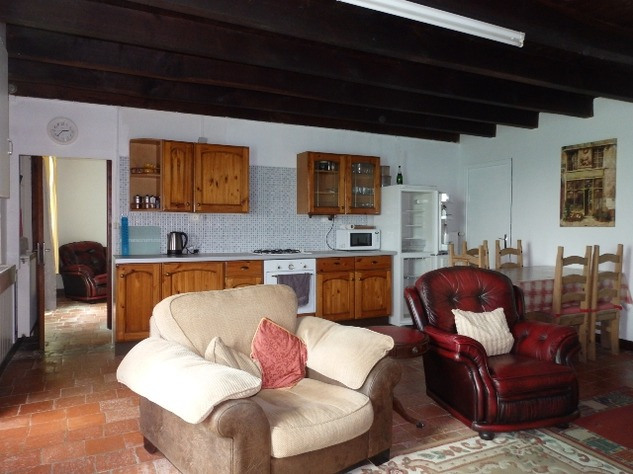Great House in a Small Hamlet Close to L'Isle Jourdain 10295