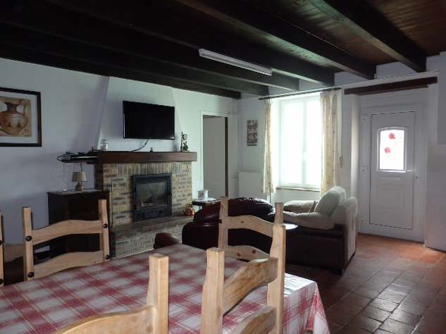 Great House in a Small Hamlet Close to L'Isle Jourdain 10298