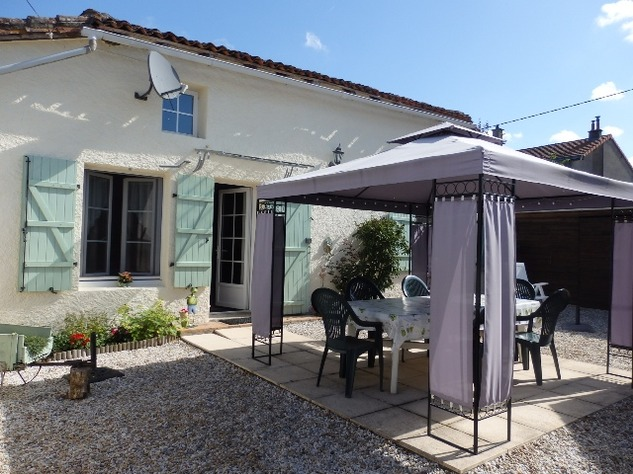 Simply Stunning 3 Bedroom Cottage with Bread Oven, Outbuildings, Garden & Garage 10402