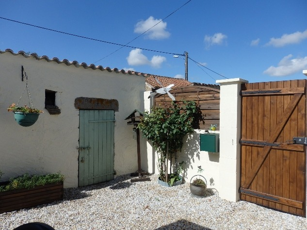 Simply Stunning 3 Bedroom Cottage with Bread Oven, Outbuildings, Garden & Garage 10404