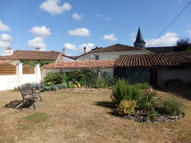 Simply Stunning 3 Bedroom Cottage with Bread Oven, Outbuildings, Garden & Garage 10405
