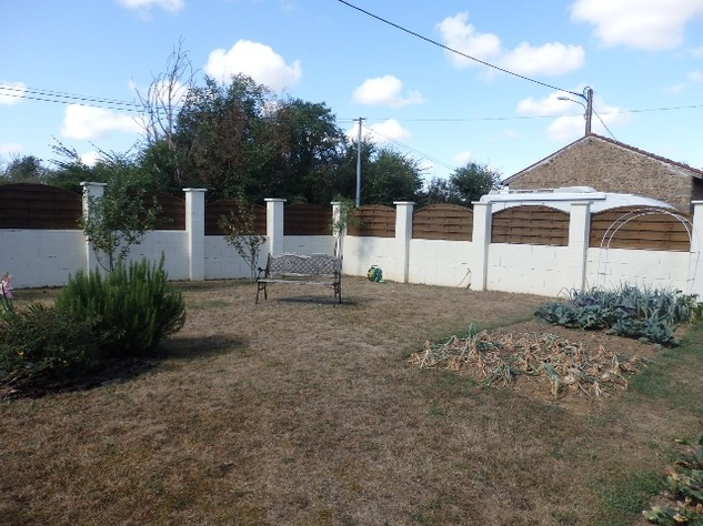 Simply Stunning 3 Bedroom Cottage with Bread Oven, Outbuildings, Garden & Garage 10406